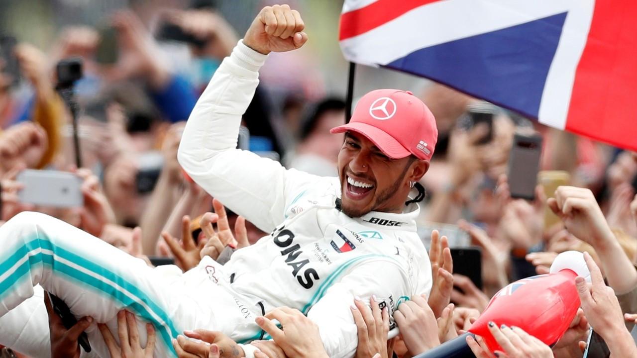 Lewis Hamilton, Mercedes F1 Takımı ile sözleşmesini 2 yıl uzattı