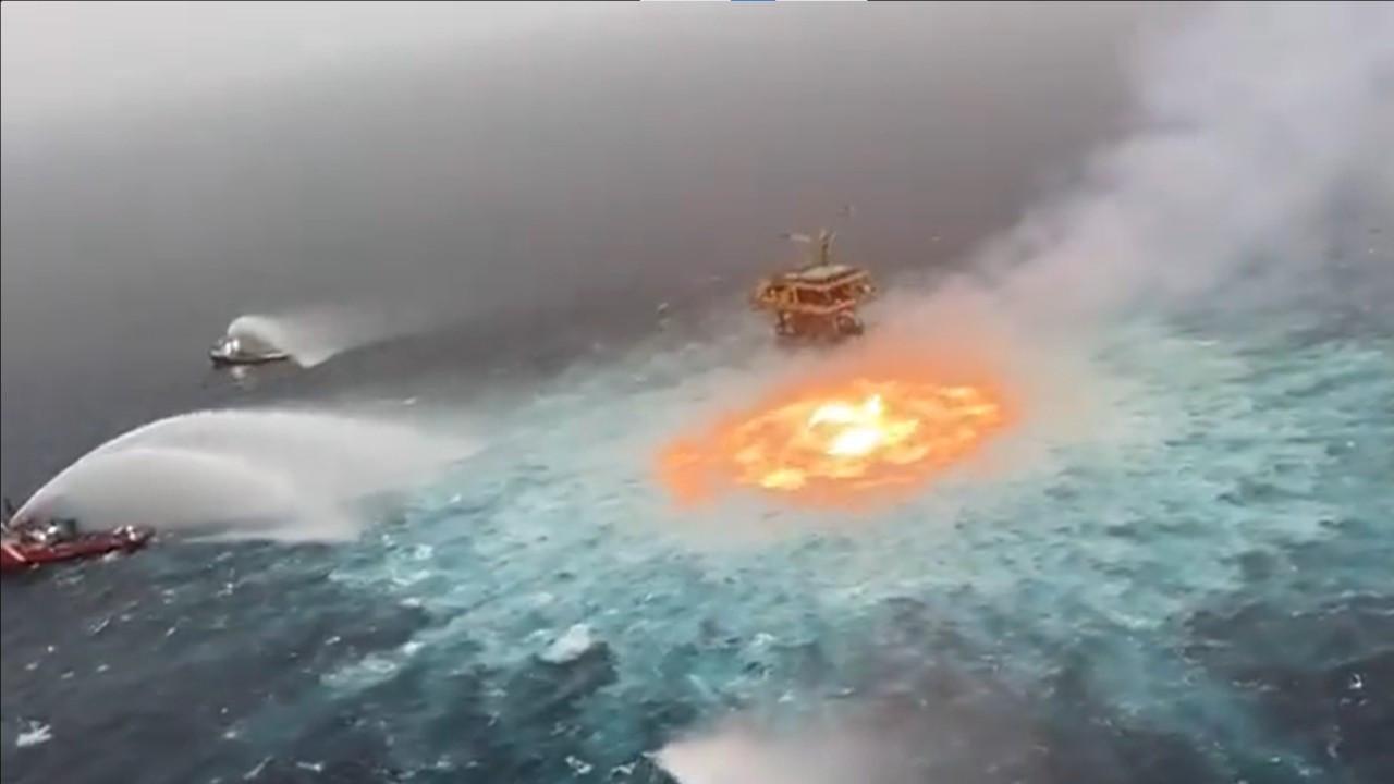 Meksika Körfezi'nde 78 metre derinlikteki petrol boru hattında patlama