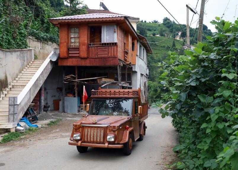 Rizeli marangoz kamyoneti ahşap kapladı: Sedirin suda 20 yıl ömrü var - Sayfa 1
