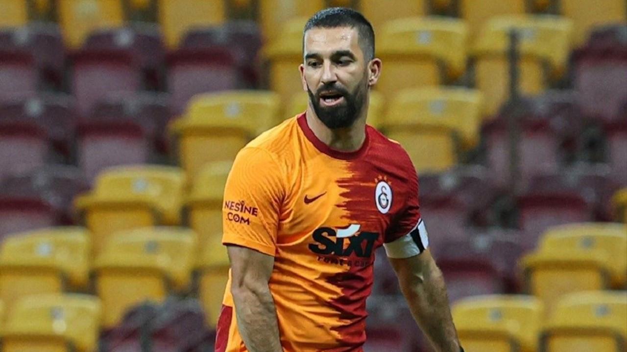 Arda Turan 1 yıl daha Galatasaray'da
