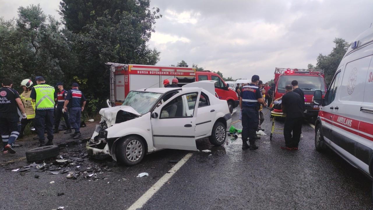 Bursa'da otomobil ile hafif ticari araç çarpıştı: 4 ölü, 5 yaralı