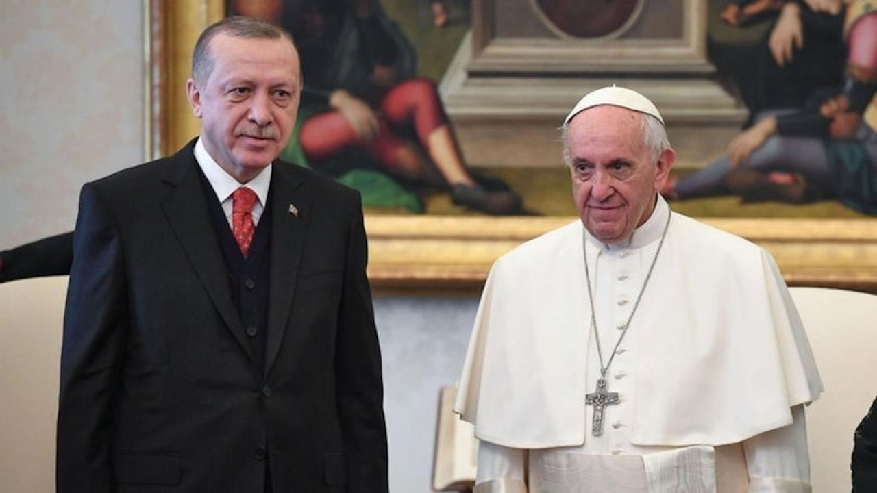 Erdoğan'dan, Papa Fransuva'ya geçmiş olsun mesajı