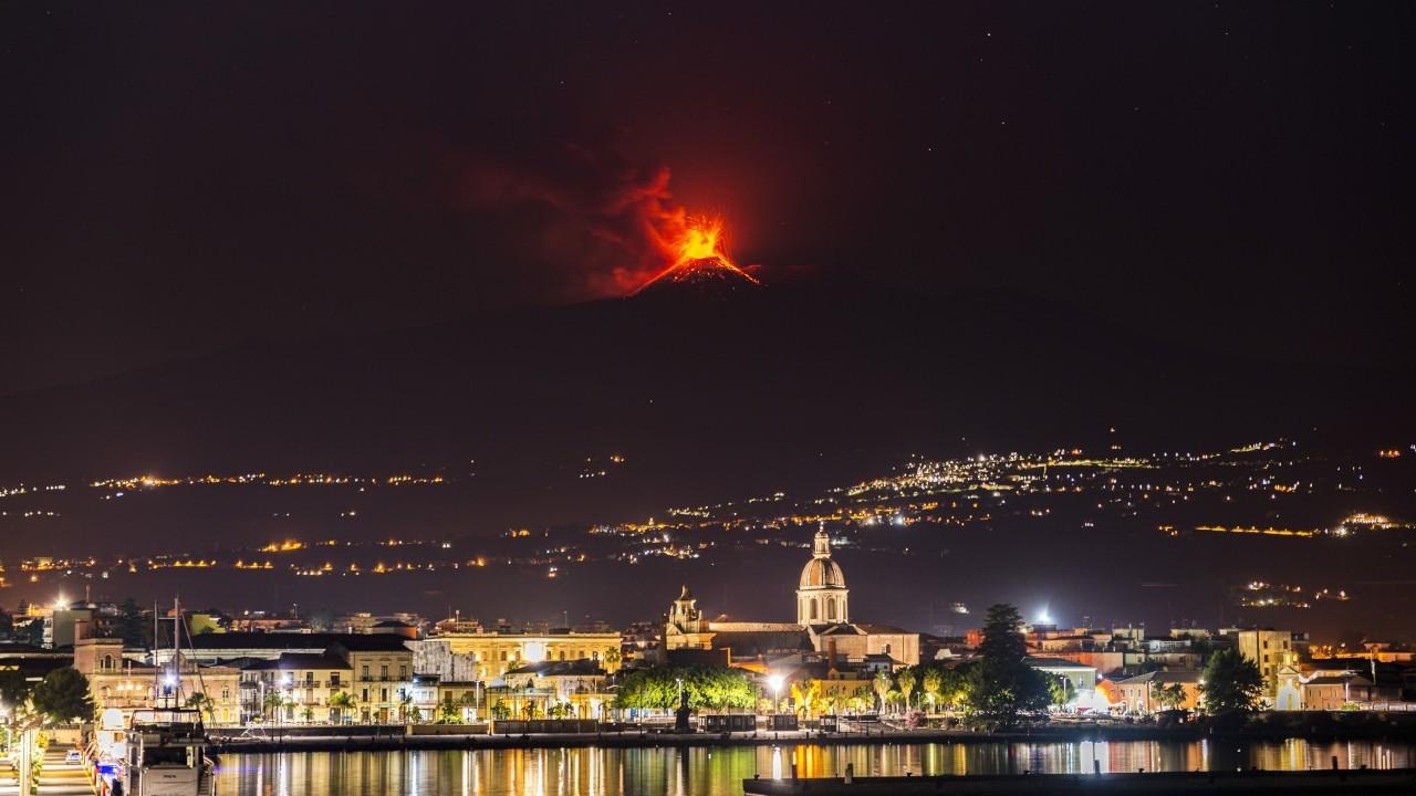 Etna Yanardağı, 2021'de 48. kez patladı