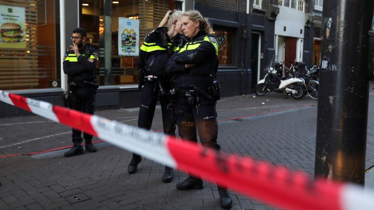 Hollandalı gazeteci Peter R. de Vries'e silahlı saldırı düzenlendi