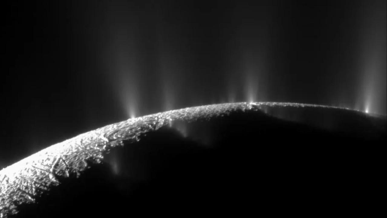Enceladus'ta tespit edilen metan yaşam belirtisi olabilir mi?