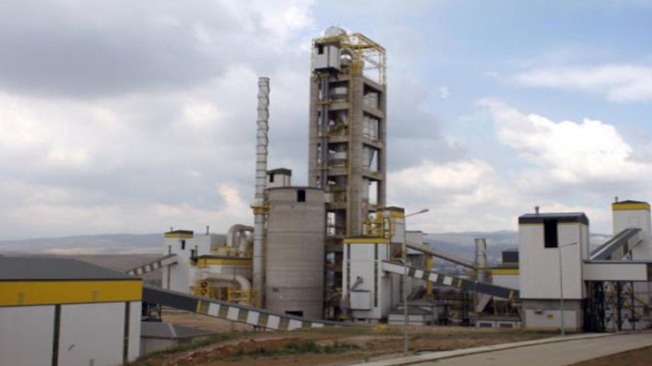 Çorum'da 64 yıllık çimento fabrikası yıkıldı