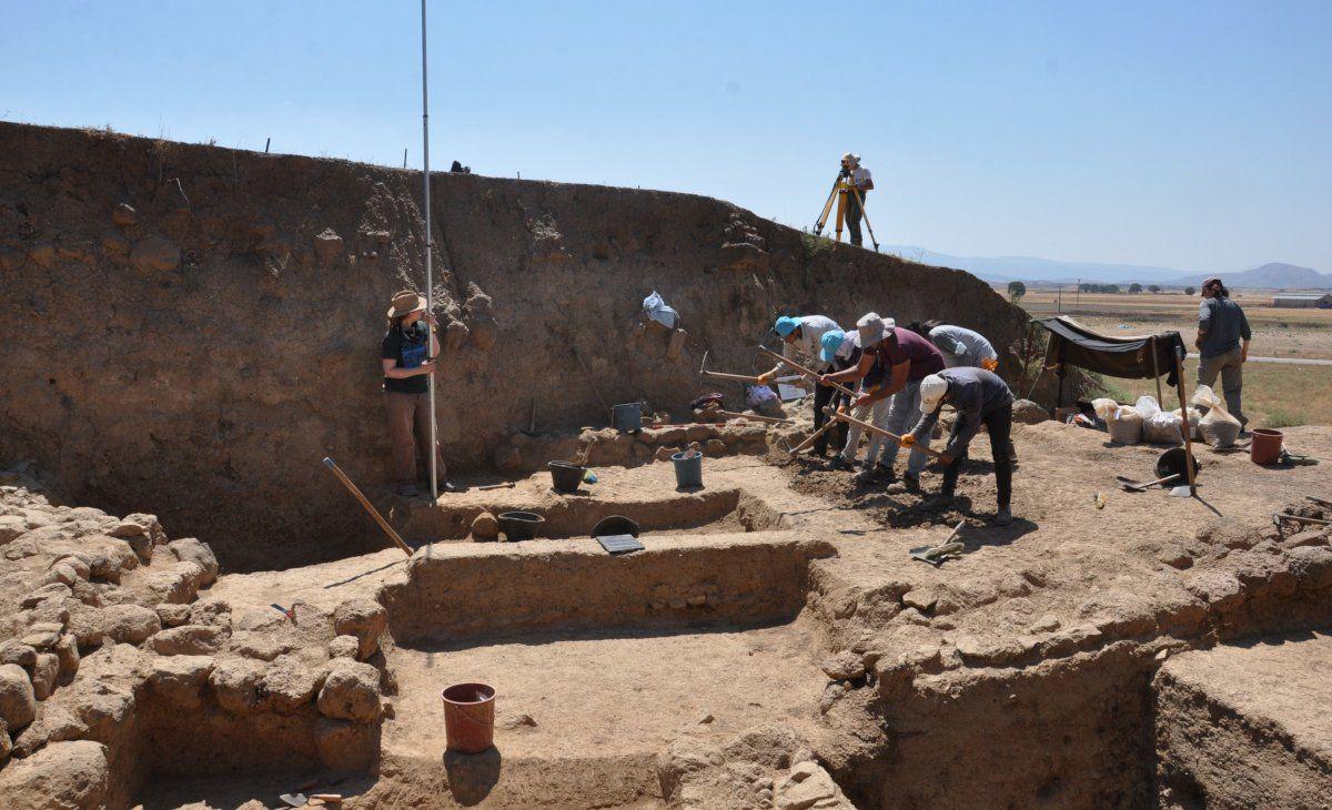 Zincirli Höyük'te, Demir ve Orta Çağ eserleri bulundu - Sayfa 2