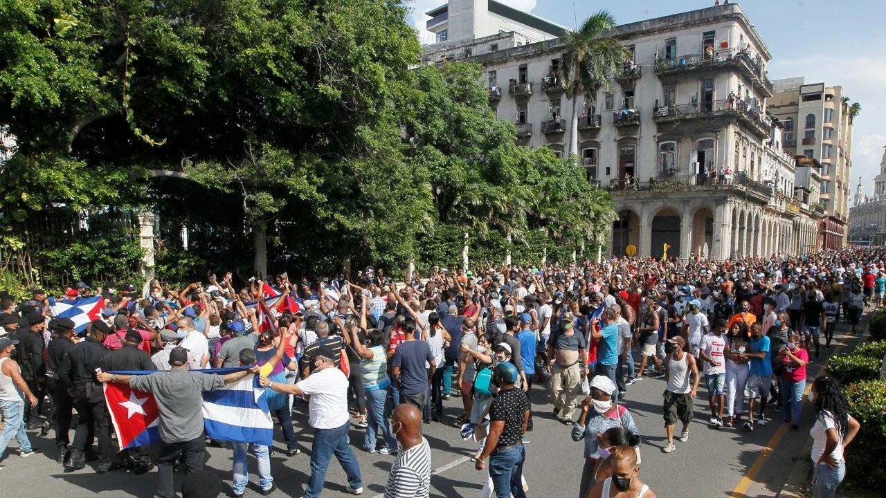 Küba'da kitlesel protestolar: Diaz-Canel istifaya çağrıldı