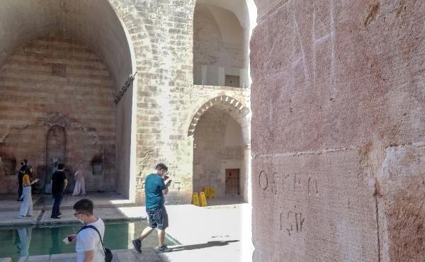 Tarihi medresenin duvarlarına isim şehir yazdılar - Sayfa 2