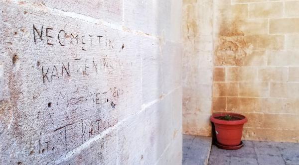 Tarihi medresenin duvarlarına isim şehir yazdılar - Sayfa 3