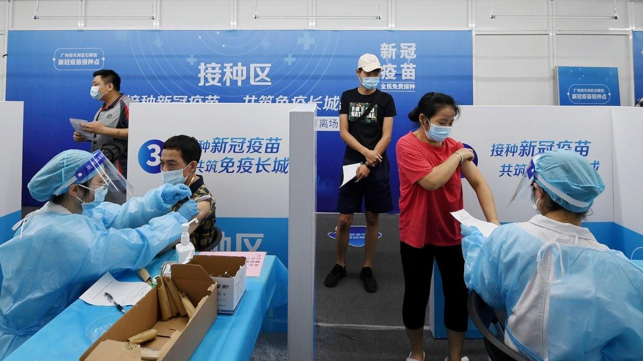 Çin'de aşı olmayanlar hastanelere ve okullara giremeyecek