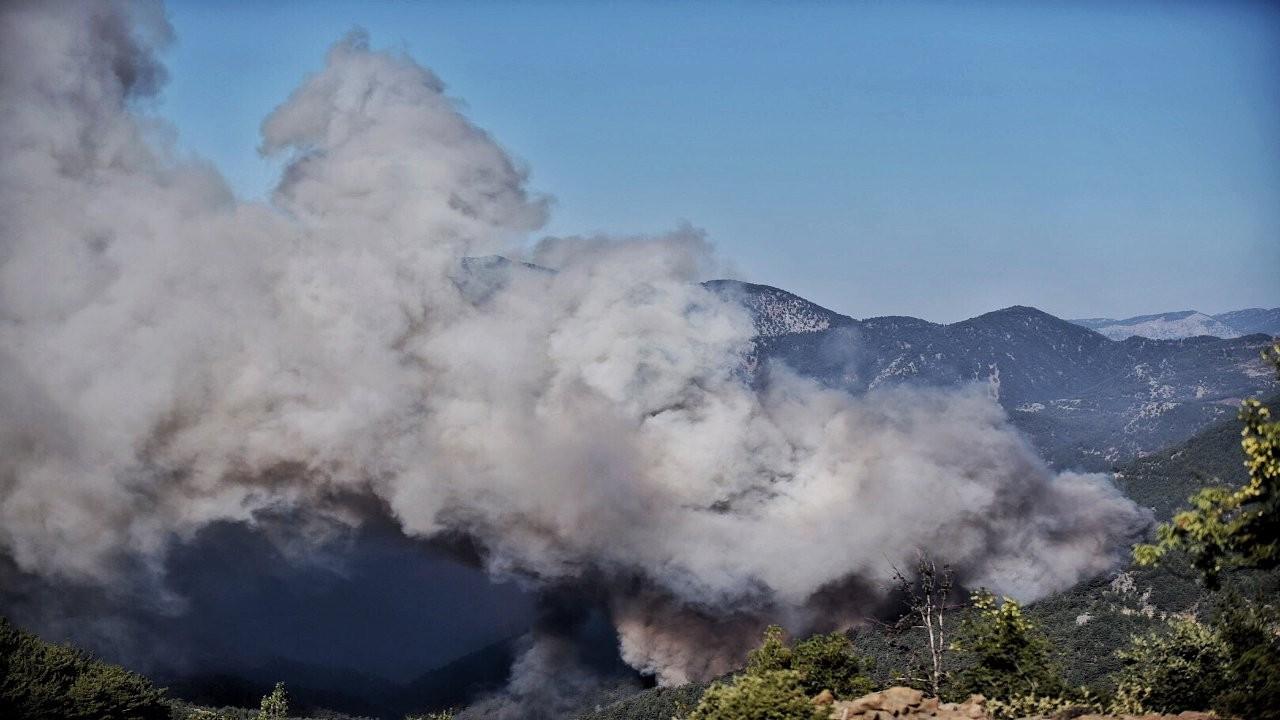 Mersin'deki orman yangını yayılıyor: Üs bölgesi terk edildi
