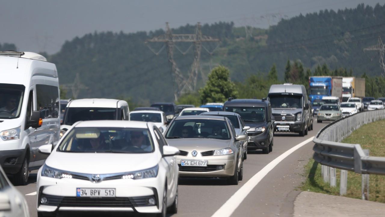 Bayram göçü yolları kesti: 50-60 km. ile tatile gidiyorlar