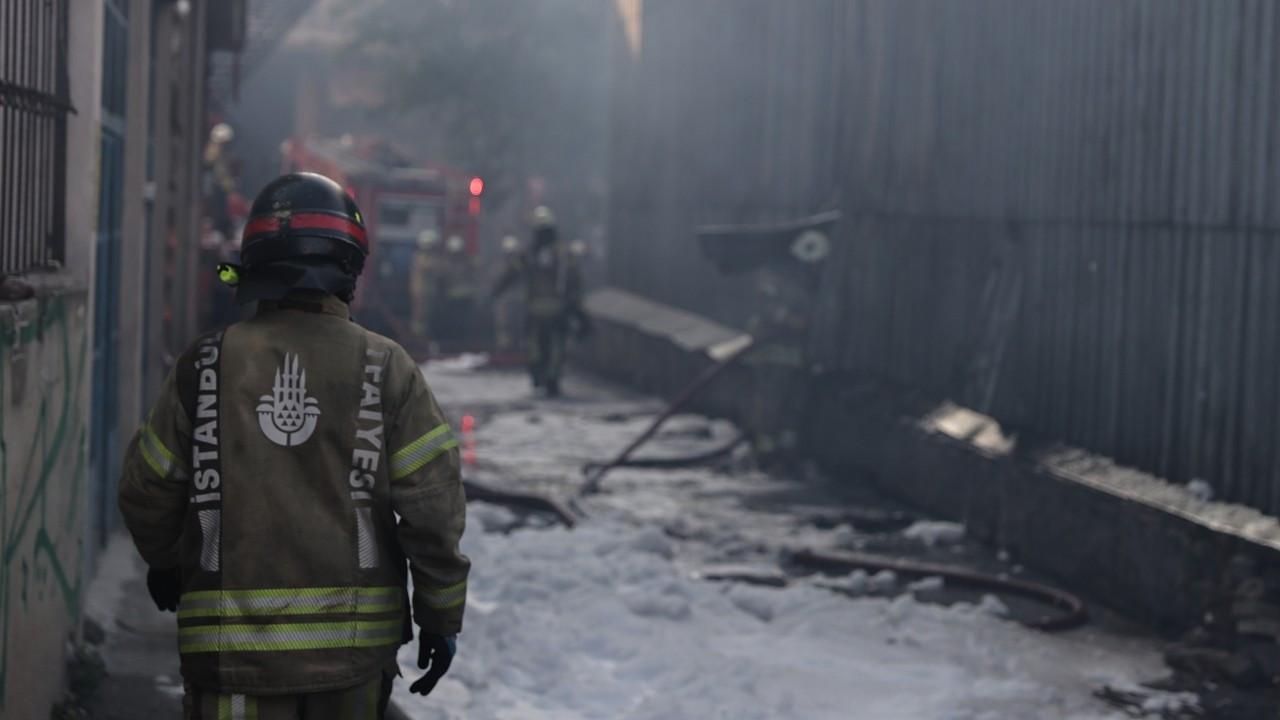 İstanbul'daki bir plastik fabrikasında patlama ve yangın