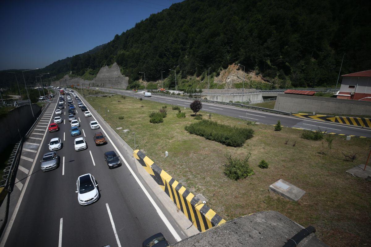 Bayram göçü yolları kesti: 50-60 km. ile tatile gidiyorlar - Sayfa 3