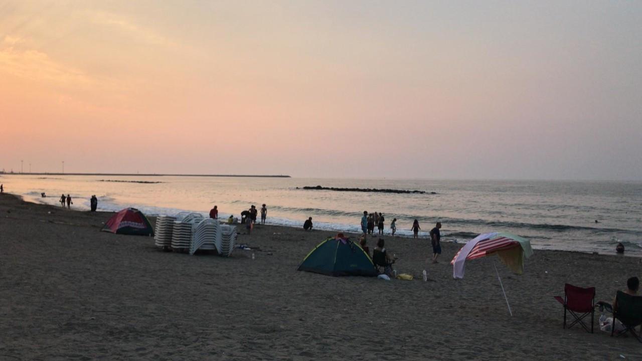 Karasu'da denize giren 32 kişinin vücutlarında kızarıklık oluştu
