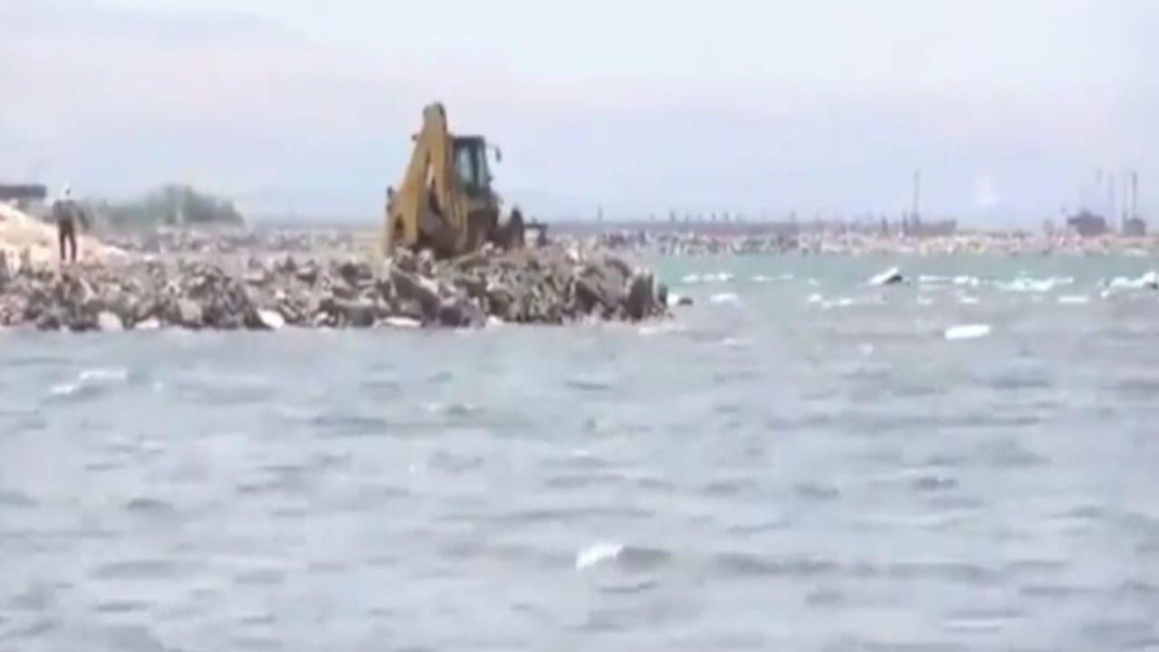 Belediye, Van Gölü'ne hafriyat döktü