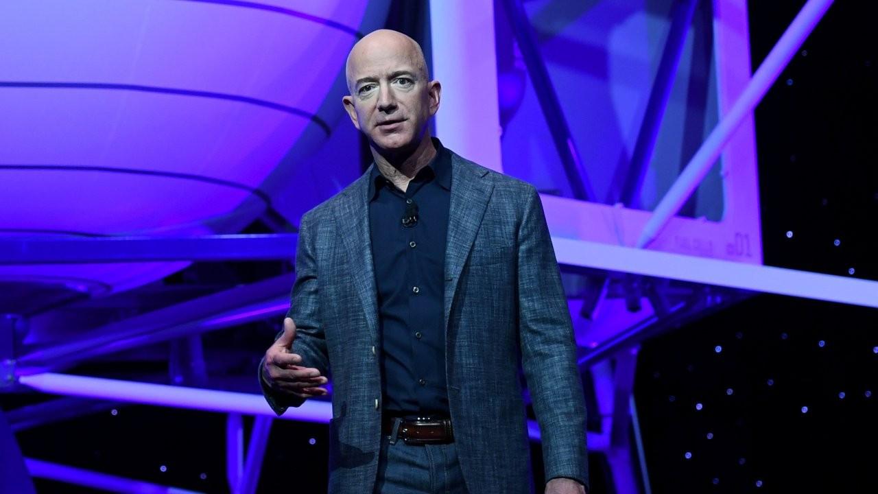 Jeff Bezos bugün uzay yolculuğuna çıkıyor