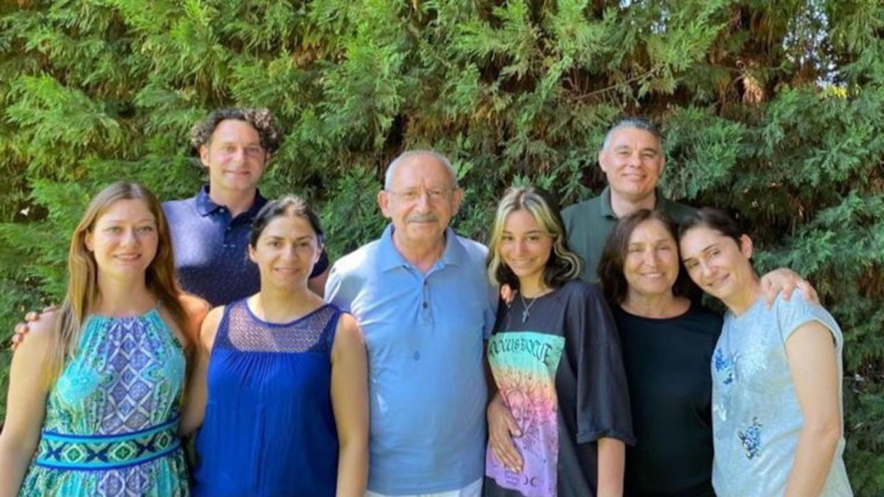 Kılıçdaroğlu'ndan aile fotoğraflıyla bayram mesajı