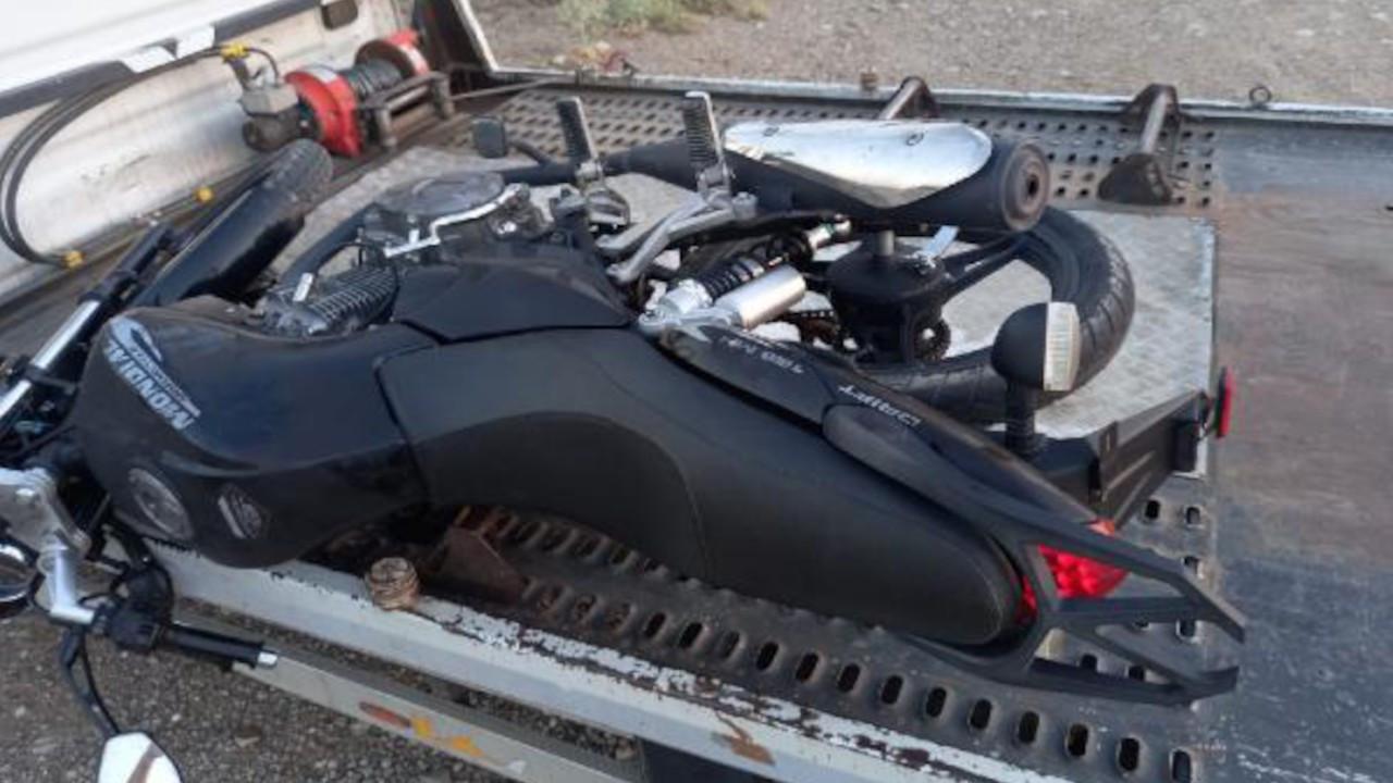 Polis, dur ihtarına uymayan motosikletliye ateş açıp yolcuyu vurdu
