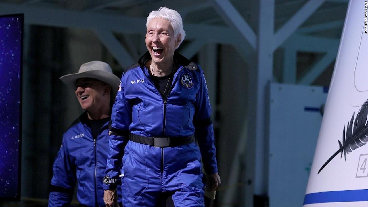 82 yaşındaki Wally Funk, uzaya çıkan en yaşlı insan oldu