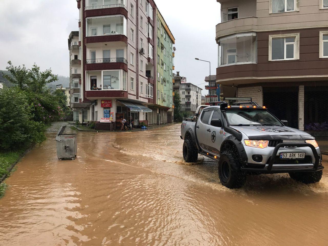 Karadeniz'de sağanak yağış sele dönüştü: Ev ve iş yerlerini su bastı - Sayfa 3