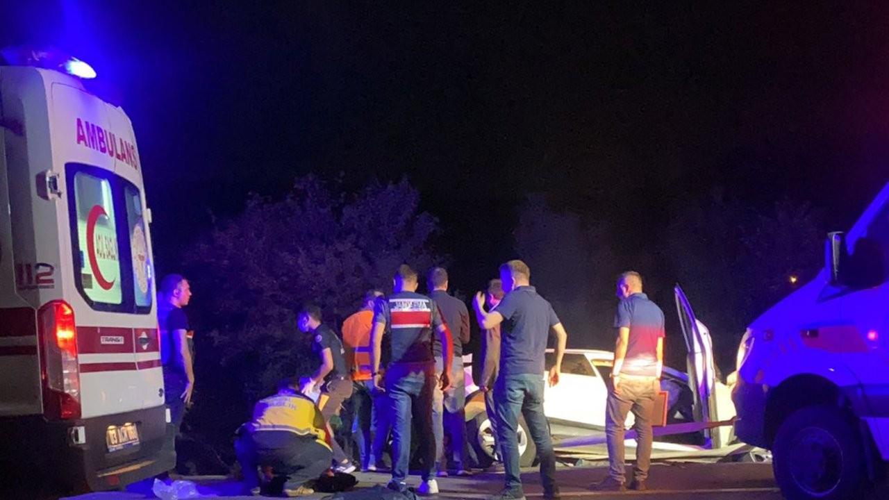 Afyonkarahisar'da zincirleme kaza: 2'si çocuk 4 kişi öldü