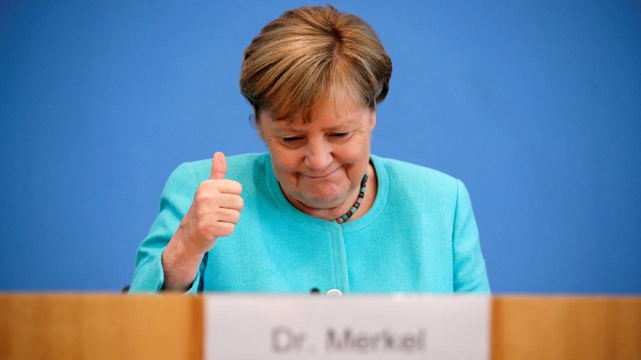Merkel'den Suriyeli mülteciler için Türkiye'ye övgü