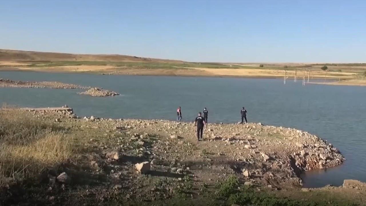 Atatürk Baraj Gölü'ne giren 3 kardeşten 2'si boğularak öldü