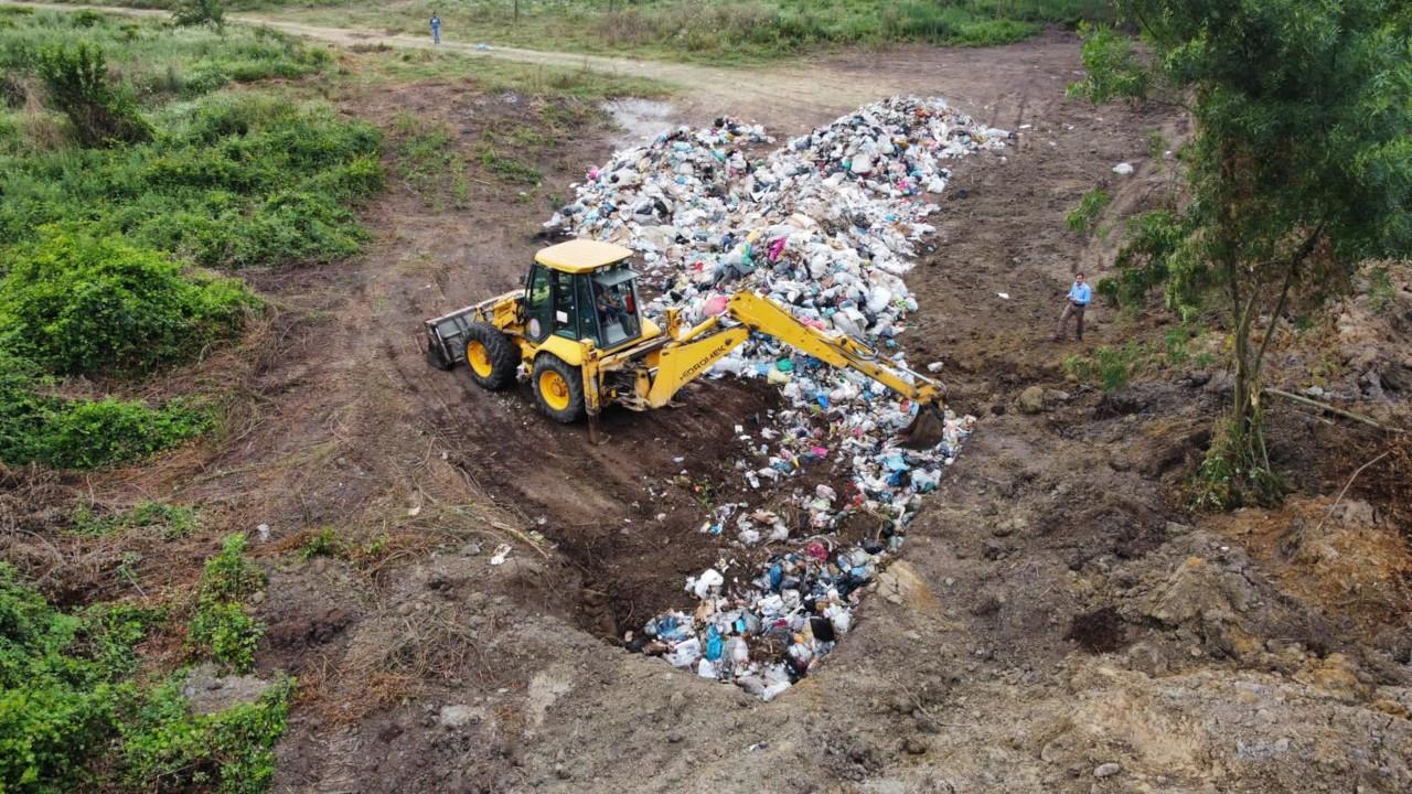 AK Partili belediye çöpleri meraya gömerken yakalandı