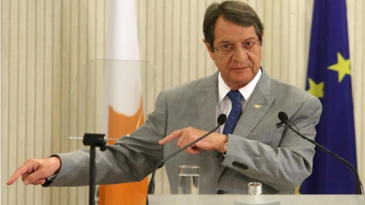 Anastasiadis'den Tatar ve diğer KKTC yetkililerine Kıbrıs pasaportu tehdidi