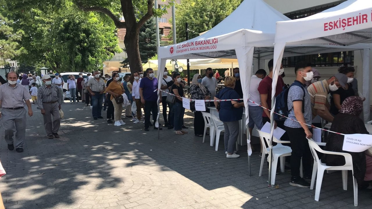 Eskişehir'de randevusuz aşı kuyruğu