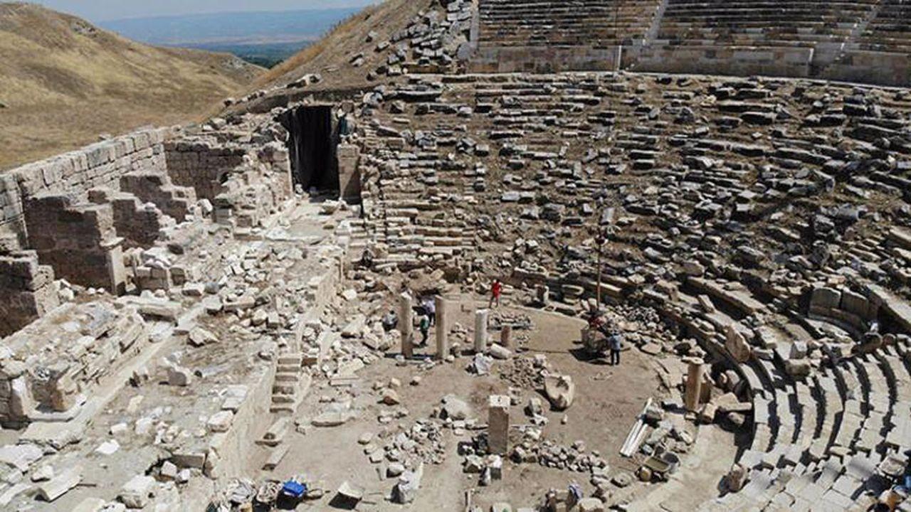 2 bin 200 yıllık antik tiyatronun restorasyonu tamamlandı