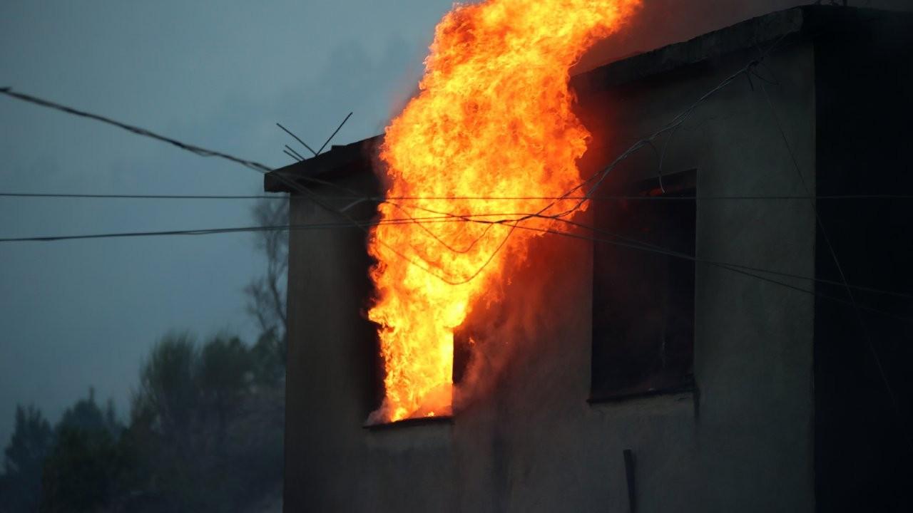 Mersin ve Adana'daki orman yangınlarına havadan müdahale başladı