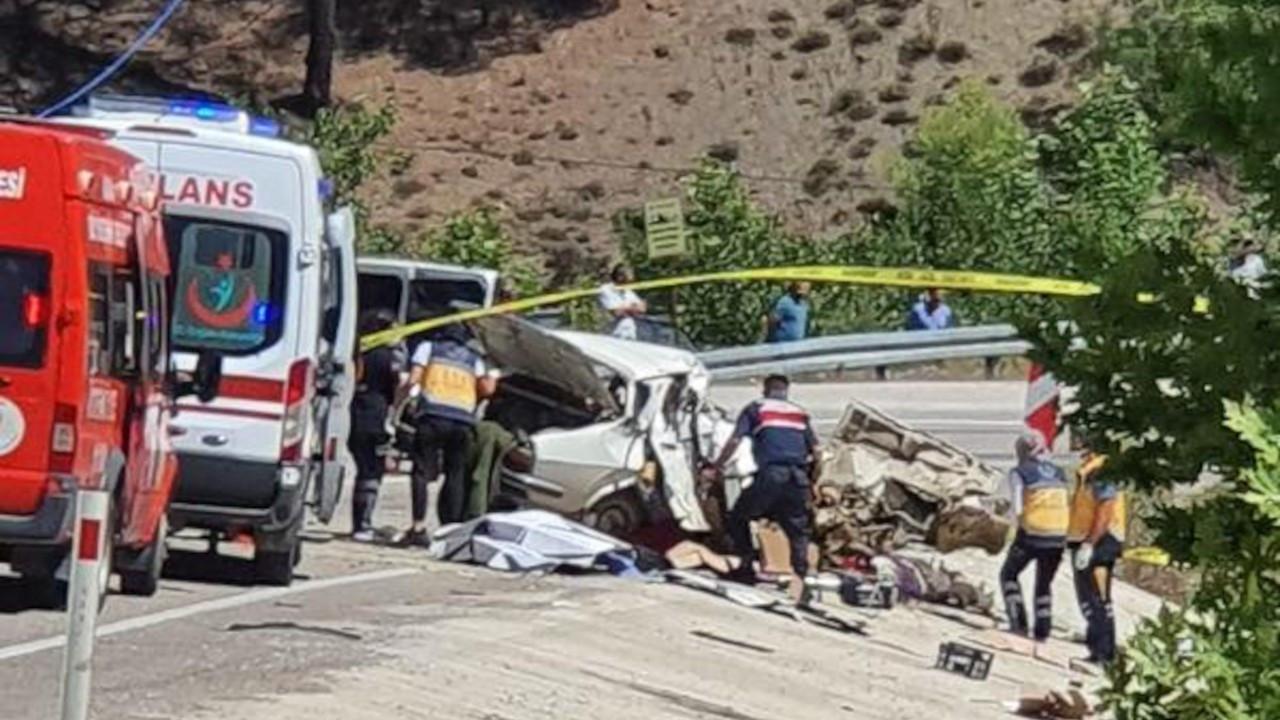 Düğüne giden aile kaza yaptı: 5 ölü