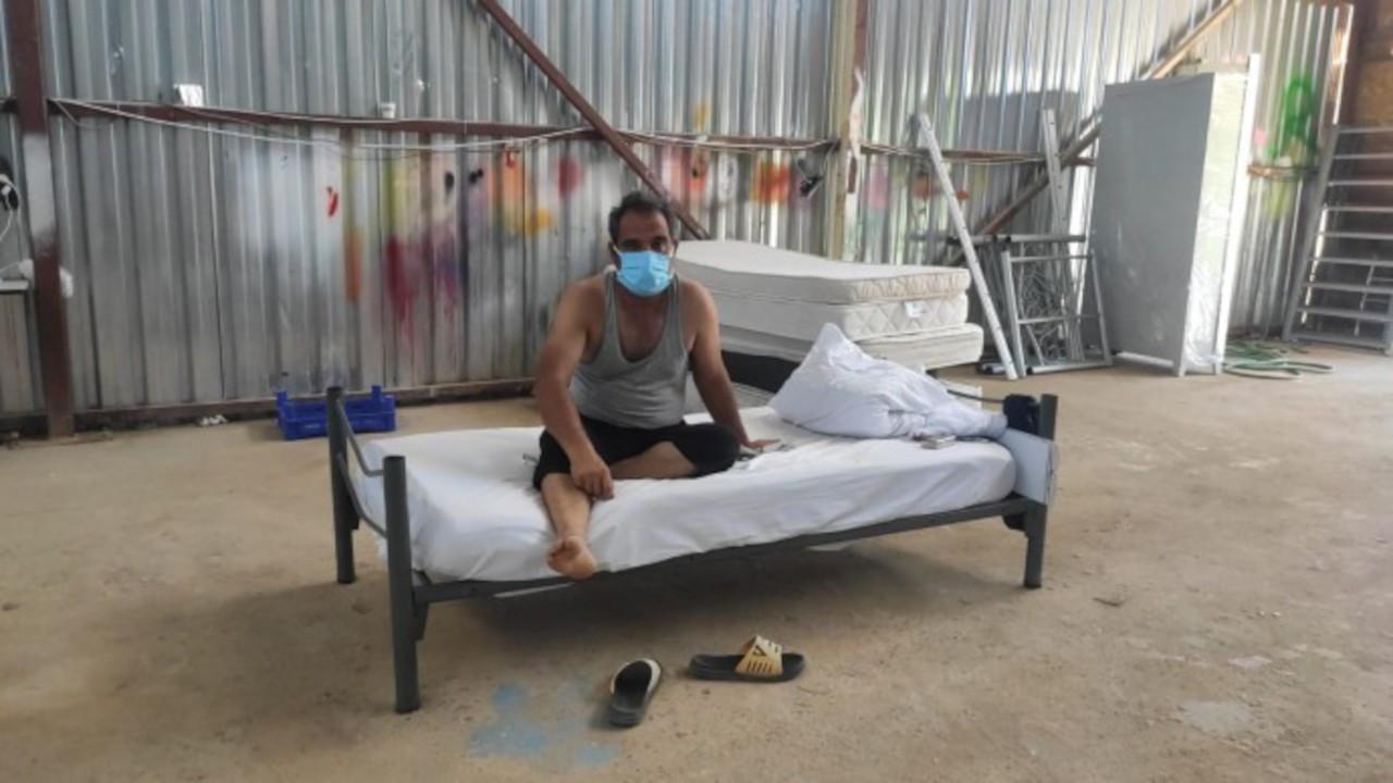 Koronaya yakalanan işçiler 40 derece sıcakta sacdan depoya konuldu