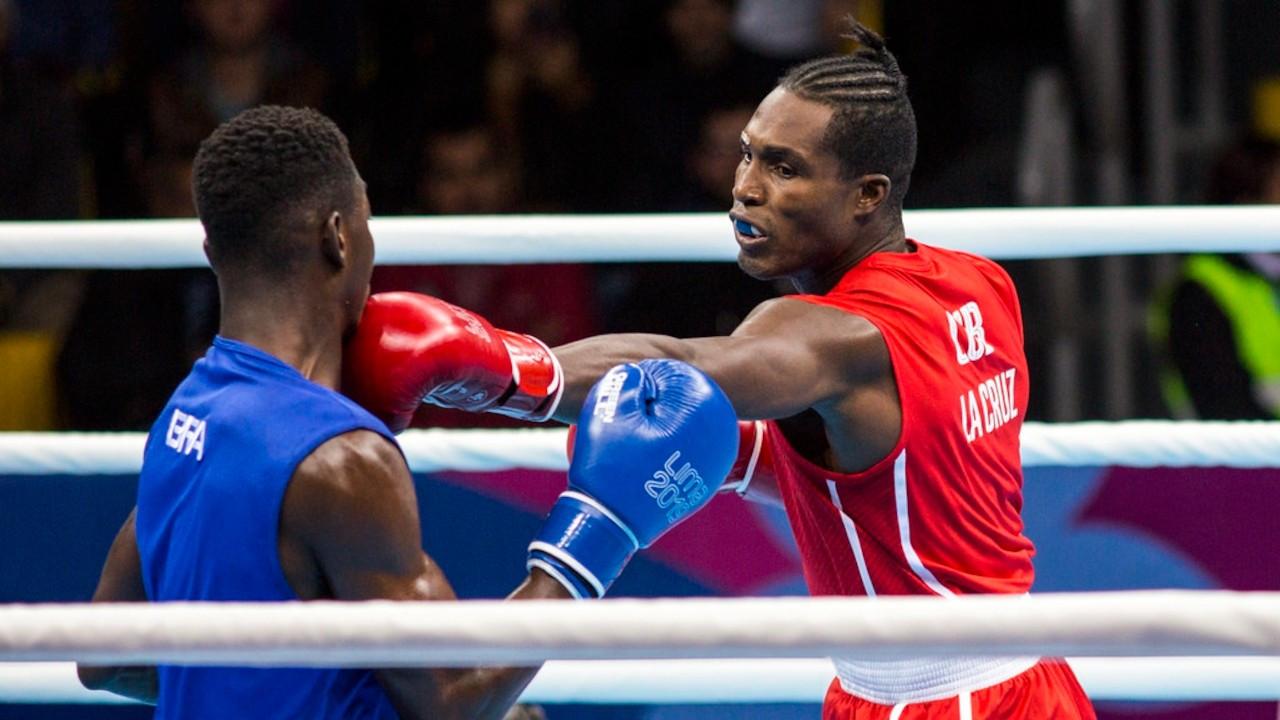 Kübalı boksörün maçında 'Venceremos' polemiği