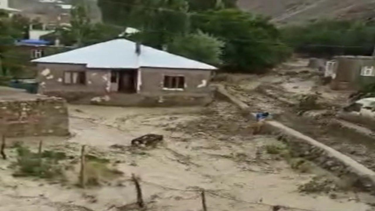 Başkale'de sel felaketi sürüyor
