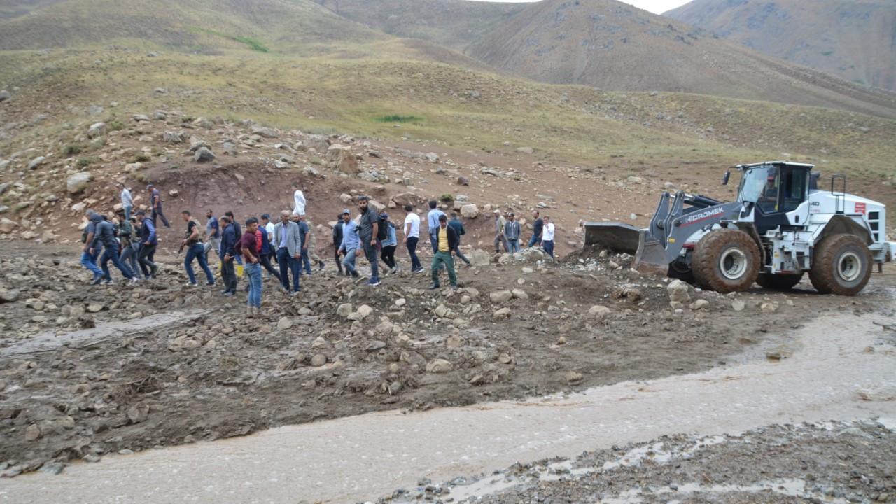 Yüksekova'da sel felaketi: 500 hayvan öldü