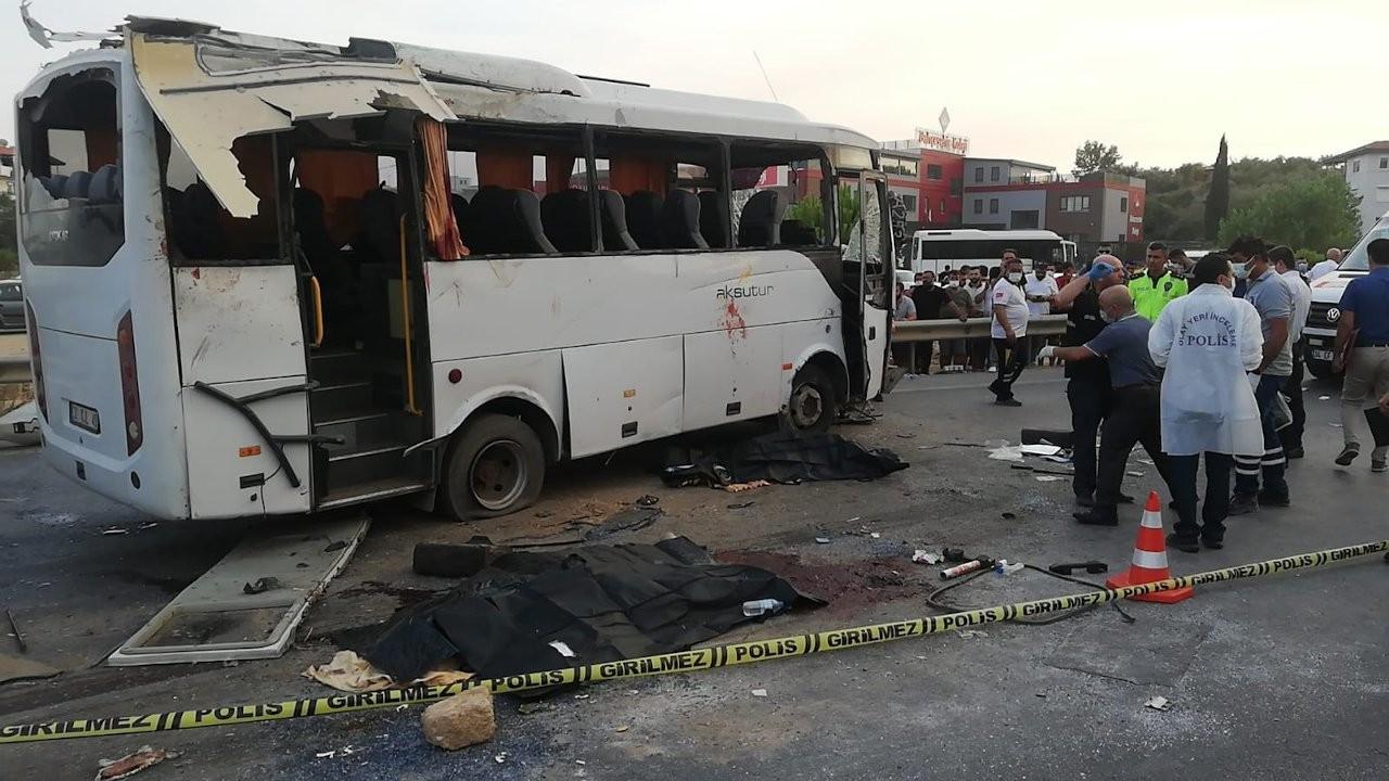 Manavgat'ta tur midibüsü devrildi: 3 ölü, 16 yaralı