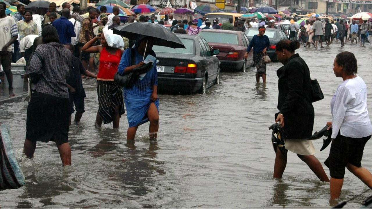 Lagos'ta sel: Yakında yaşanmaz hale gelecek