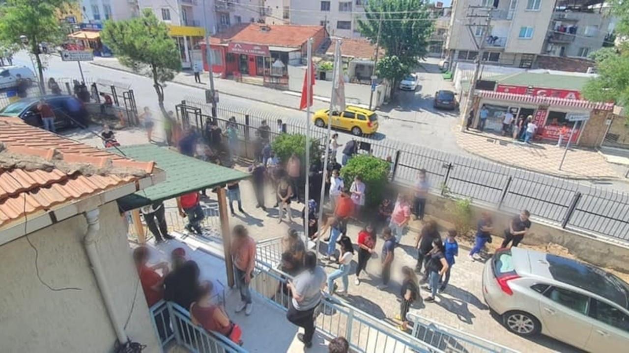 İzmir Tabip Odası: Aşılamadaki aksamaların faturası sağlık çalışanlarına çıkarılıyor