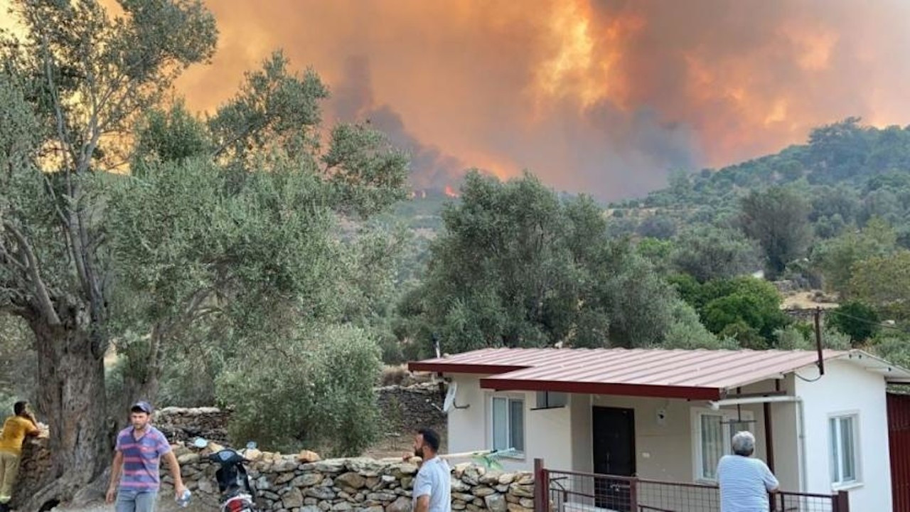 Milas'ta yangının tehdit ettiği iki mahalle daha tahliye edildi