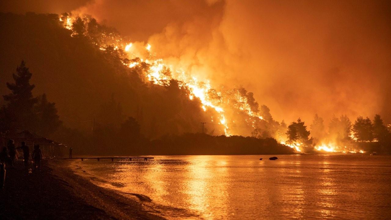 Yunanistan'da orman yangınları sürüyor: 'Kıyamet gibi'