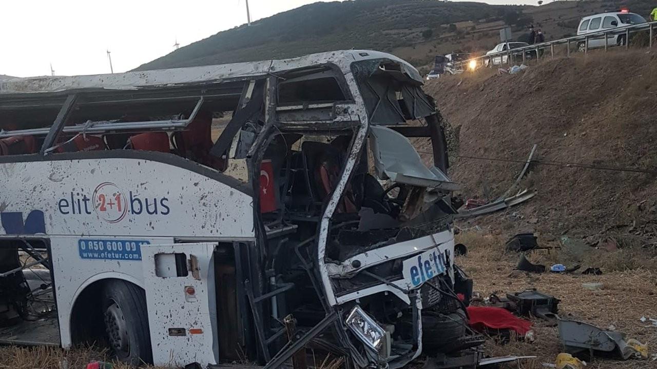 Viraja 95 kilometre hızla giren otobüs takla attı: 15 ölü