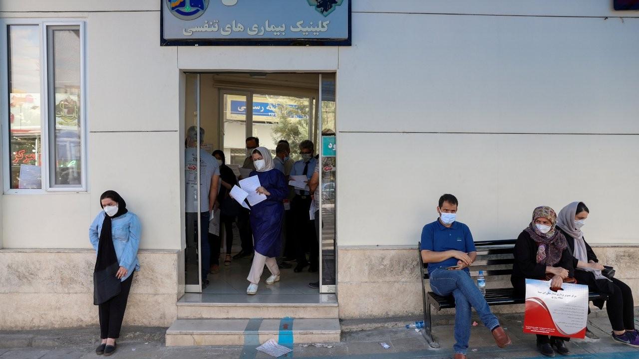 İran: Her iki dakikada bir kişi Covid'den ölüyor