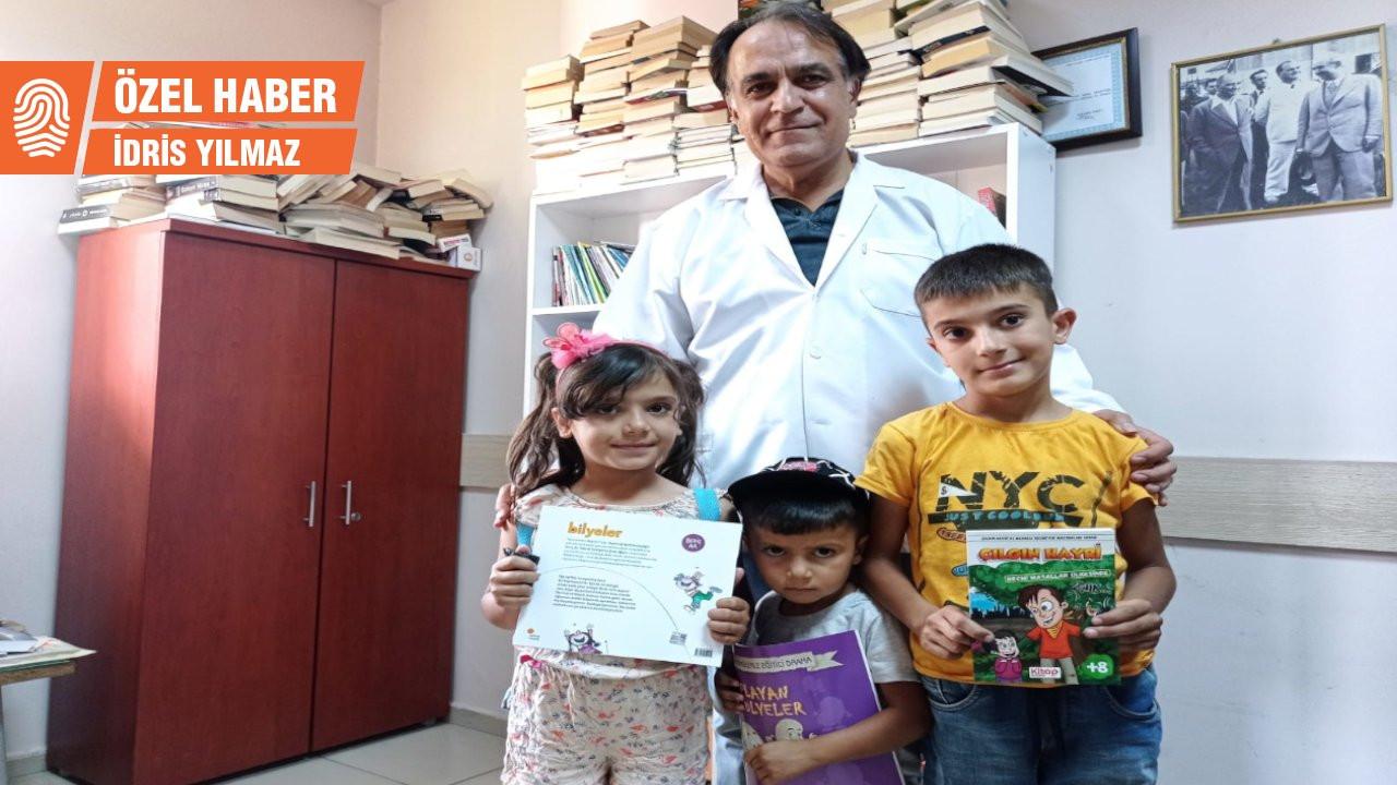 Hastalarına ilaç yerine kitap öneriyor