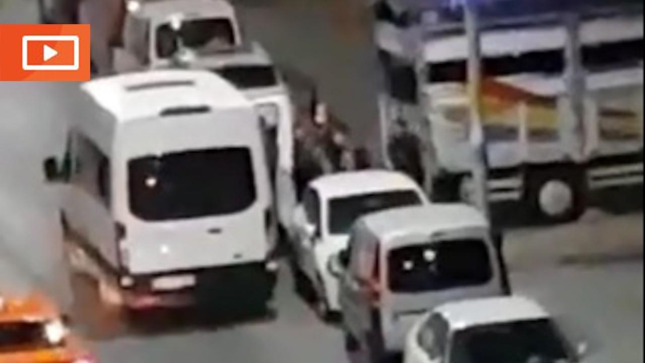 Sultangazi'de sokağa göçmenleri bırakan sürücü: Bir şey olmaz