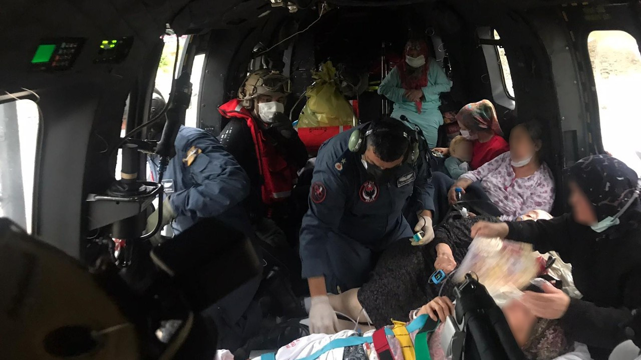 Sinop Ayancık Devlet Hastanesi'ndeki hastalar helikopterle nakledildi