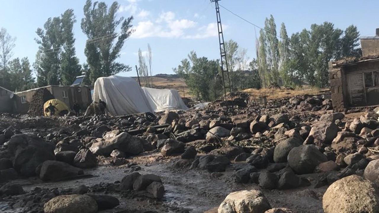 Ağrı'da sel suları evini basınca kalp krizi geçiren kadın vefat etti